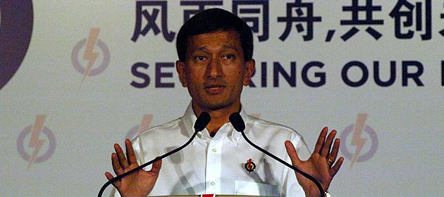 Dr Vivian Balakrishnan speaking at the PAP rally on 4 May. (Yahoo! photo/ Christine Choo)