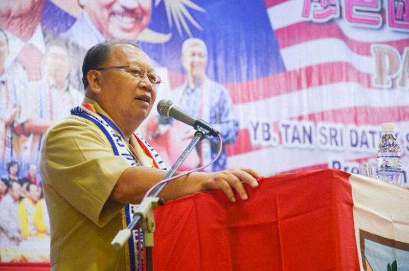 Party president Tan Sri Joseph Pairin Kitingan said that the plan is for Umno members to disband from the party and join PBS under a new 'Gabungan Bersatu' umbrella.