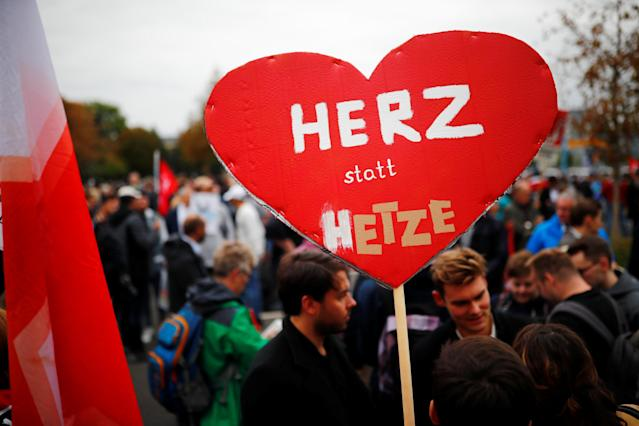 """<p>People demonstrate after the killing of a German man in Chemnitz, Germany, Sept. 1, 2018. The banner reads """"Heart instead of baiting"""". (Photo: Hannibal Hanschke/Reuters) </p>"""