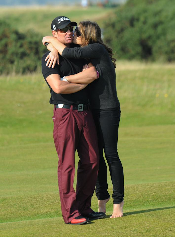 ST ANDREWS, UNITED KINGDOM - SEPTEMBER 30:  Shane Warne and Elizabeth Hurley (R) attend day two of the Alfred Dunhill Links Championship on September 30, 2011 in St Andrews, Scotland. (Photo by Martin Fraser/WireImage)