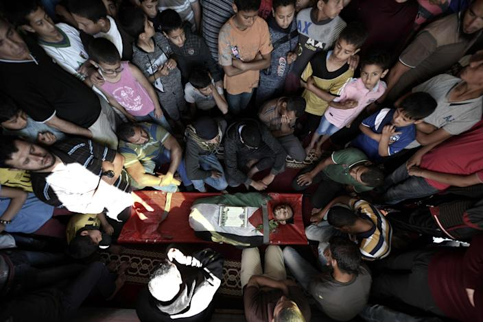 <p>Mourners perform funeral prayer of Fadi Abu Salah, who lost his legs during an Israeli assault on 2008, and has been killed in Israeli security forces' intervention during a protest, organized to mark 70th anniversary of Nakba, also known as Day of the Catastrophe in 1948, and against United States' plans to relocate the U.S. Embassy from Tel Aviv to Jerusalem, in Khan Yunis, Gaza on May 14, 2018. (Photo: Abed Zagout/Anadolu Agency/Getty Images) </p>