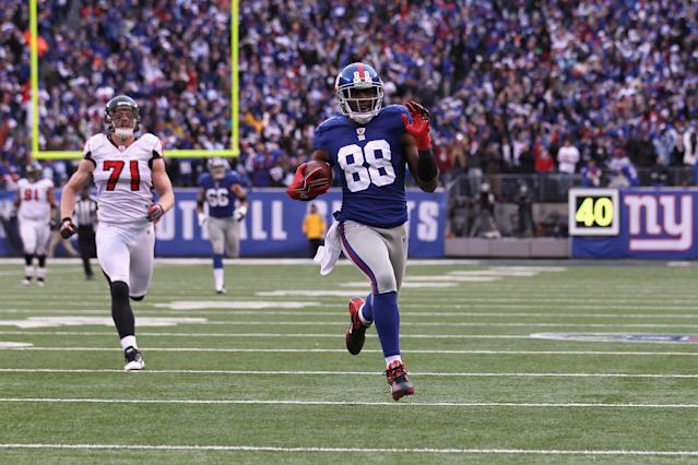 EAST RUTHERFORD, NJ - JANUARY 08: Hakeem Nicks #88 of the New York Giants scores on a 72-yard touchdown reception in the third quarter against Kroy Biermann #71 of the Atlanta Falcons during their NFC Wild Card Playoff game at MetLife Stadium on January 8, 2012 in East Rutherford, New Jersey. (Photo by Nick Laham/Getty Images)