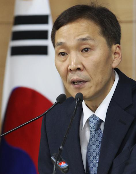 Kim Kiwoong, the head of South Korea's working-level delegation, speaks during a press conference after returning from Kaesong Industrial District Management Committee in Kaesong, North Korea, at the government complex in Seoul, South Korea, Wednesday, Sept. 11, 2013. North and South Korea agreed Wednesday to restart operations at a jointly run factory park that Pyongyang shut down in April during a torrent of threats against Washington and Seoul. (AP Photo/Ahn Young-joon)