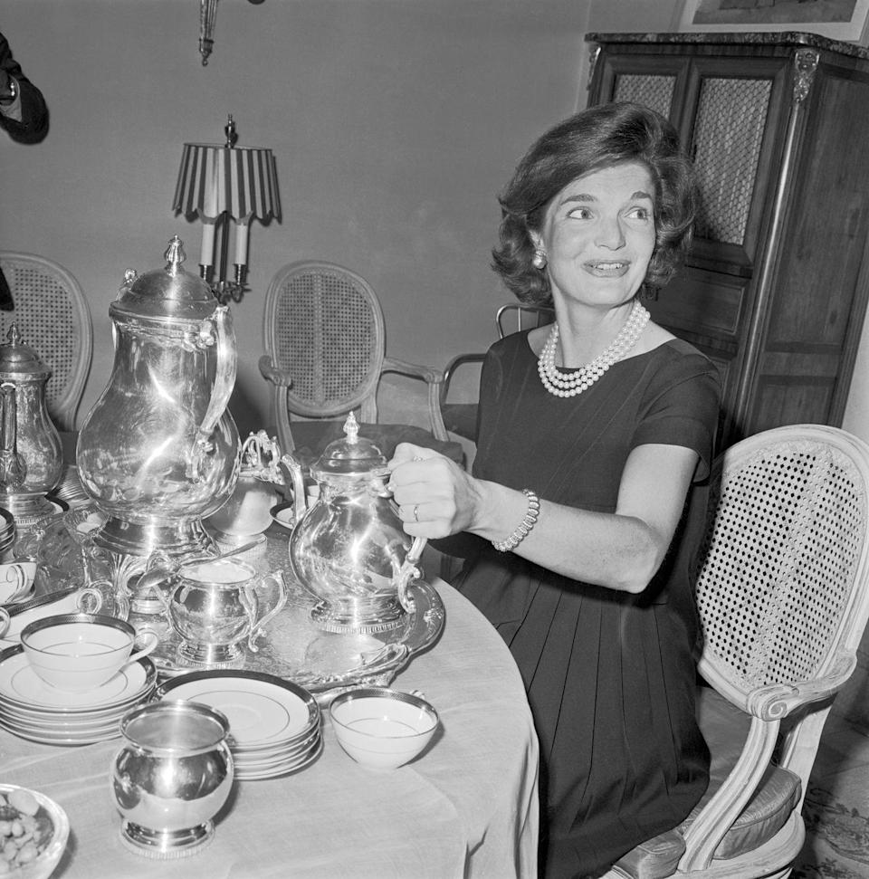 <p>Jackie hosts reporters and editors for an interview over high tea at their Georgetown home during JFK's campaign in 1960. </p>