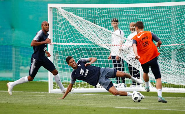 Soccer Football - World Cup - France Training - France Training Camp, Moscow, Russia - June 23, 2018 France's Steven Nzonzi, Raphael Varane and Antoine Griezmann during training REUTERS/Axel Schmidt