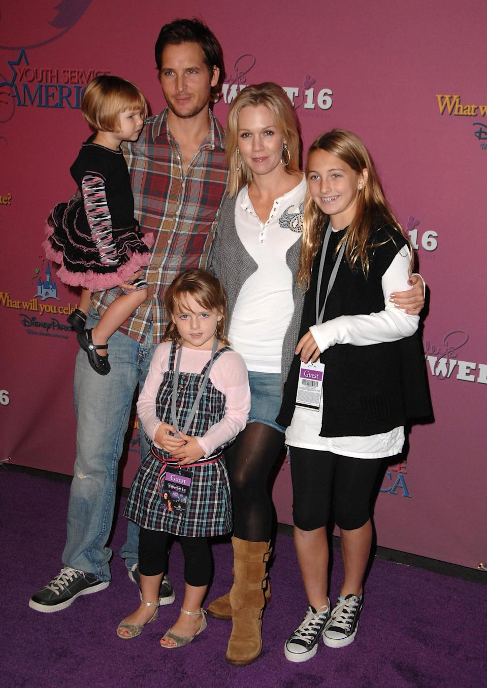 Jennie Garth, Peter Facinelli, and their kids were in for the party. (Photo: Steve Granitz/WireImage)