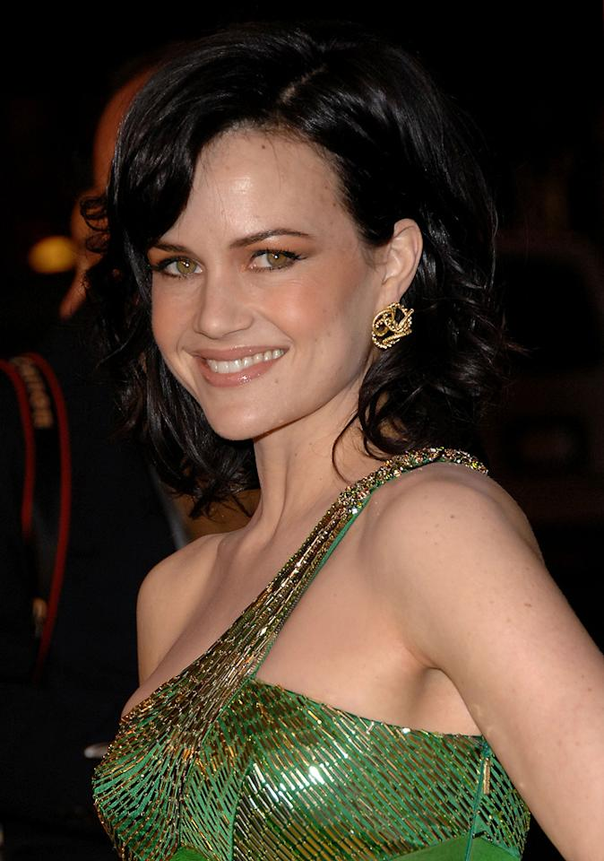 "<a href=""http://movies.yahoo.com/movie/contributor/1800024683"">Carla Gugino</a> at the Los Angeles premiere of <a href=""http://movies.yahoo.com/movie/1808406490/info"">Watchmen</a> - 03/02/2009"