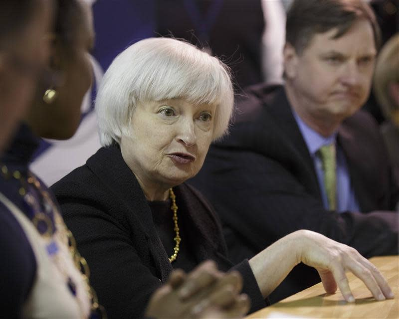 U.S. Federal Reserve Chair Yellen speaks with students after touring Daley College in Chicago