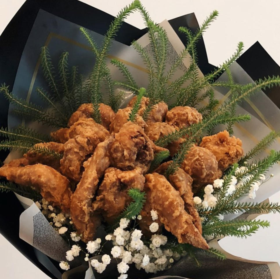 <p>Remember that viral story about a KFC fried chicken bouquet? Well, you can get it for your chicken-lover from Golden Tulips Atelier. (Photo: @goldentulipsatelier/instagram) </p>