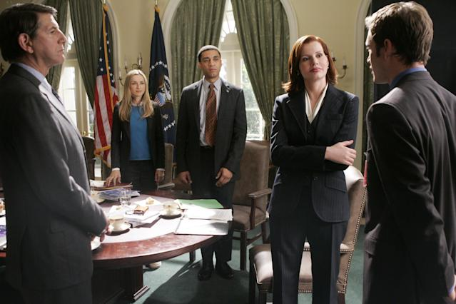 Kyle Secor, Ever Carradine, Lennix, Geena Davis, and Mark-Paul Gosselaar in <em>Commander in Chief</em> (Photo: Peter 'Hopper' Stone/ABC via Getty Images)