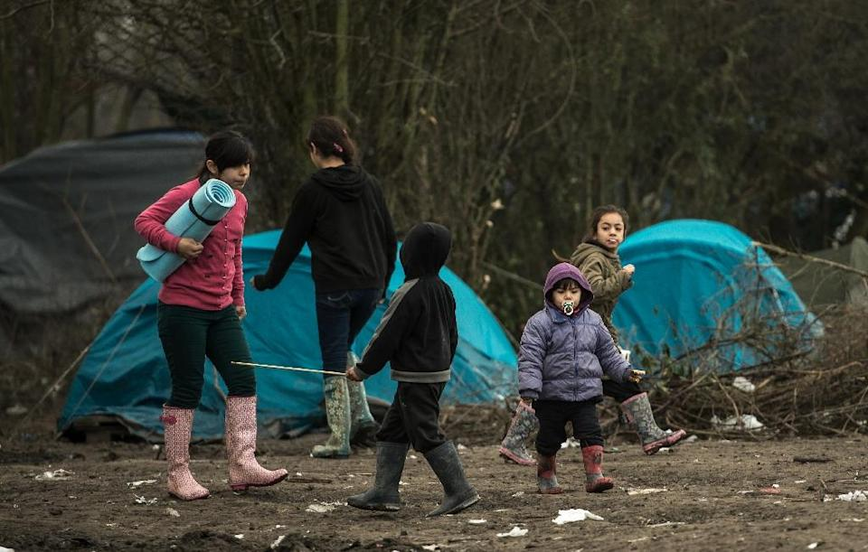 Migrant children walk through a camp, near Dunkirk, northern France on January 20, 2016 (AFP Photo/Philippe Huguen)