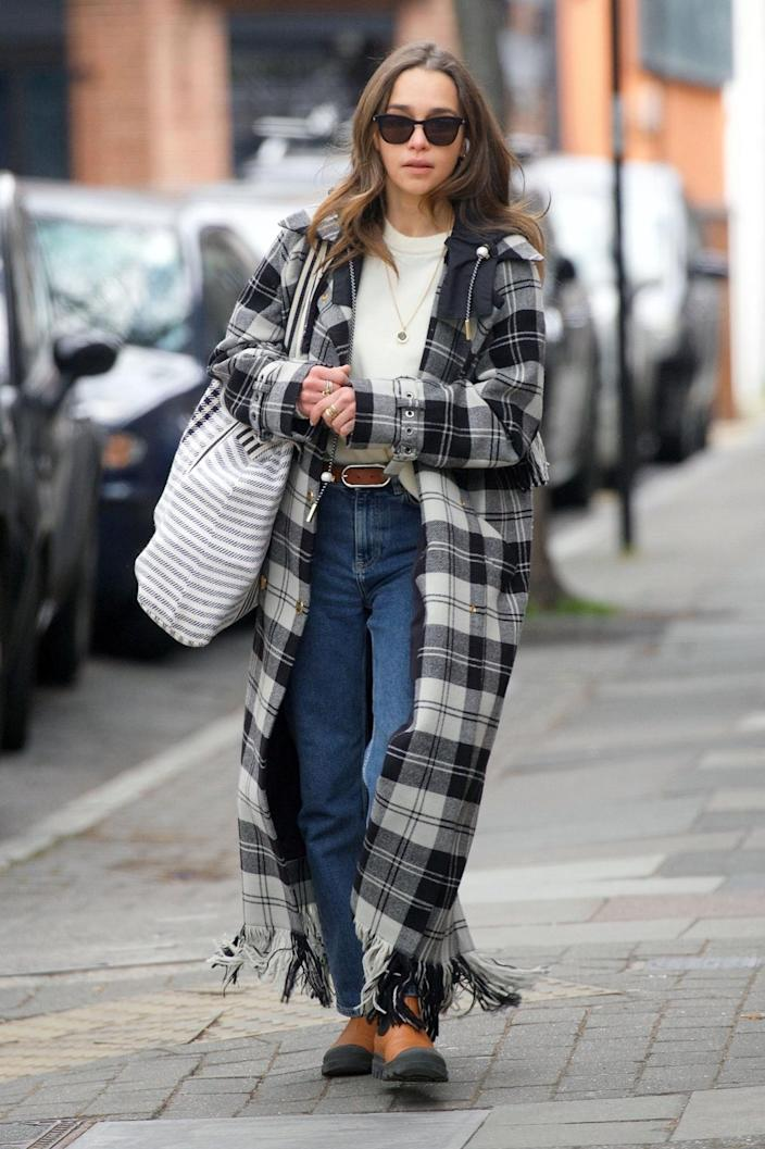 <p>Emilia Clarke looked stylish while grocery shopping in London.</p>