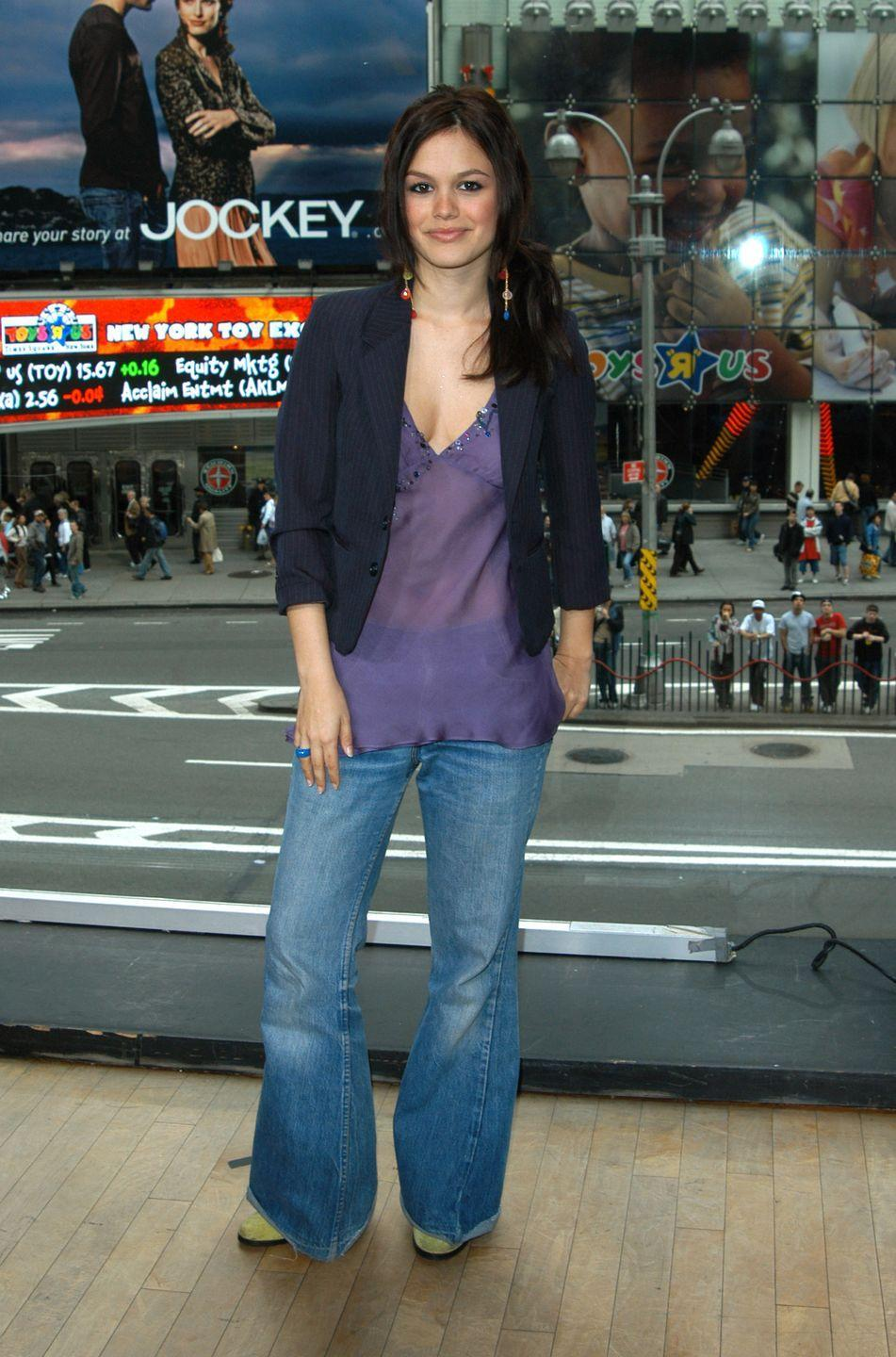 <p>See, this is why you should never be rude to your stylist. Rachel Bilson's petite frame was swallowed by her baggy jeans during her 2004 appearance. </p>