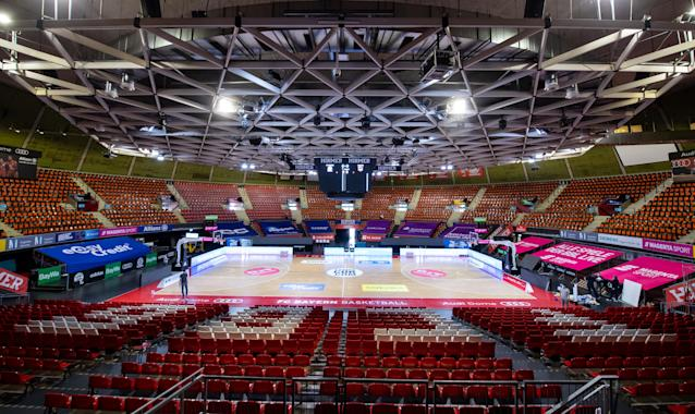 Workers are busy in the Audi Dome with the final preparations for the start of the Basketball Bundesliga on Saturday. (Sven Hoppe/picture alliance via Getty Images)