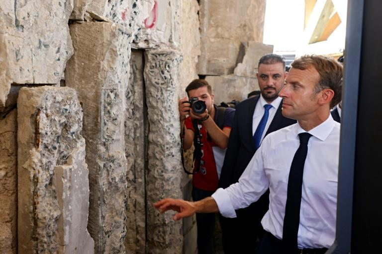 French President Emmanuel Macron visits the Al-Nuri Mosque in Mosul on August 29, 2021 (AFP/Ludovic MARIN)