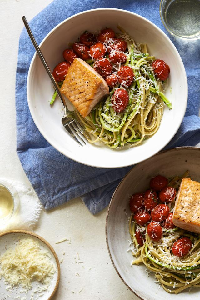 "<p>A little pasta, a little zoodle.</p><p>Get the recipe from <a rel=""nofollow"" href=""http://www.delish.com/cooking/recipe-ideas/recipes/a53316/50-50-pesto-spaghetti-recipe/"">Delish</a>.</p>"