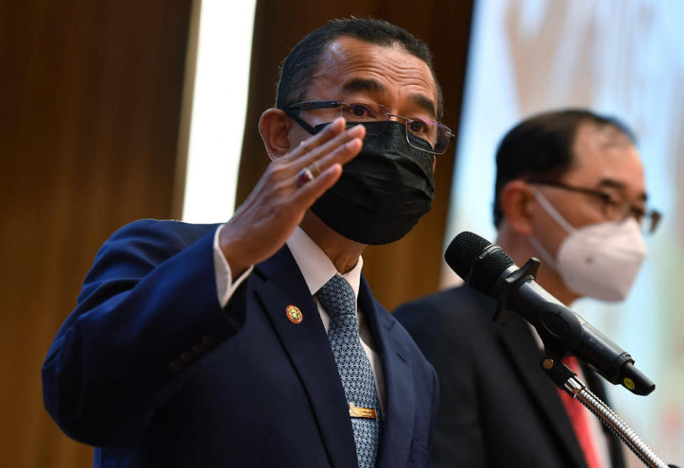 Deputy Health Minister Datuk Dr Noor Azmi Ghazali says the medical officer caught on camera using an empty syringe on a teenager during the Covid-19 vaccination drive earlier this week simply made an honest mistake. — Bernama pic