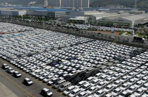 This file photo shows rows of Hyundai Motor cars parked for shipping in the southeastern port of Ulsan, in 2007