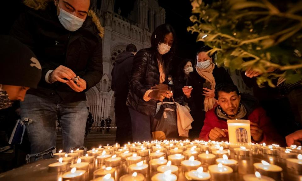 People pay tribute to the victims in Nice.
