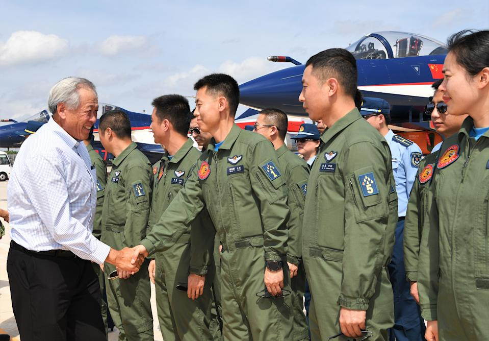 Singapore's Minister of Defence Ng Eng Hen visiting the aircrew from the People's Liberation Army Air Force Ba Yi aerobatics team at Changi Airbase. (PHOTO: Ministry of Defence)