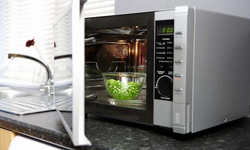 Cooking peas in the microwave
