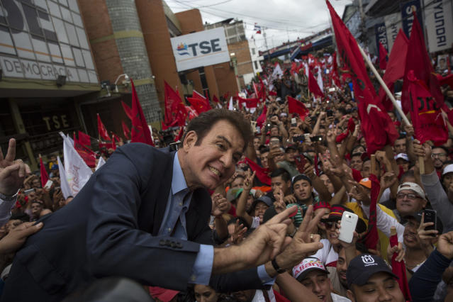 <p>Opposition Alliance presidential candidate Salvador Nasralla greets supporters in front of the Supreme Electoral Tribunal in Tegucigalpa, Honduras, Monday, Nov. 27, 2017. (Photo: Rodrigo Abd/AP) </p>
