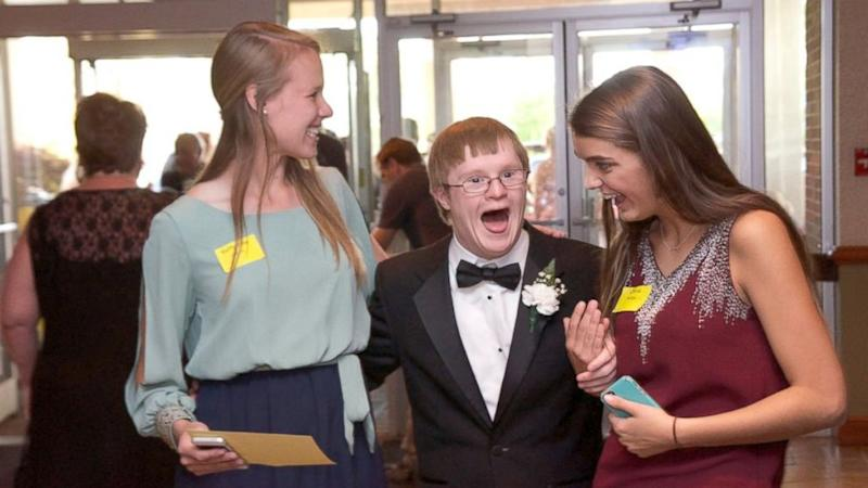 Teens With Disabilities Sparkle at Special Prom