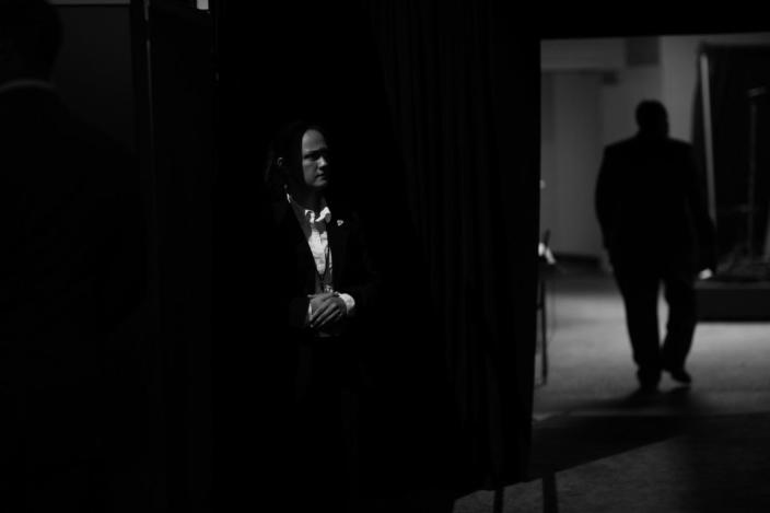 <p>A Secret Service agent stands watch on the floor at the DNC in Philadelphia, PA. on July 27, 2016. (Photo: Khue Bui for Yahoo News)</p>