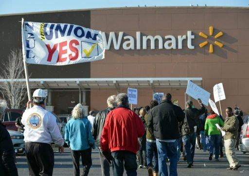 Low wage protests target Walmart sales day