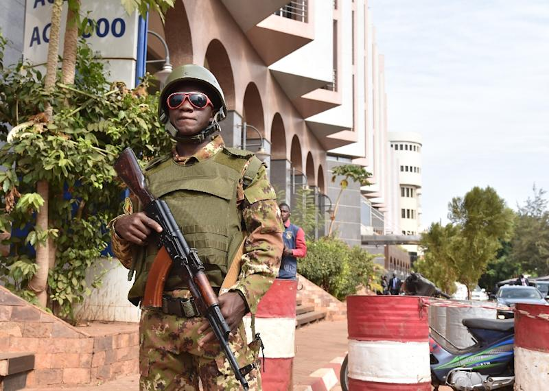 A Malian soldier stands guard ouside the Radisson Blu hotel in Bamako on November 22, 2015 two days after a deadly attack claimed by the Al-Murabitoun group, an Al-Qaeda affiliate (AFP Photo/Issouf Sanogo)