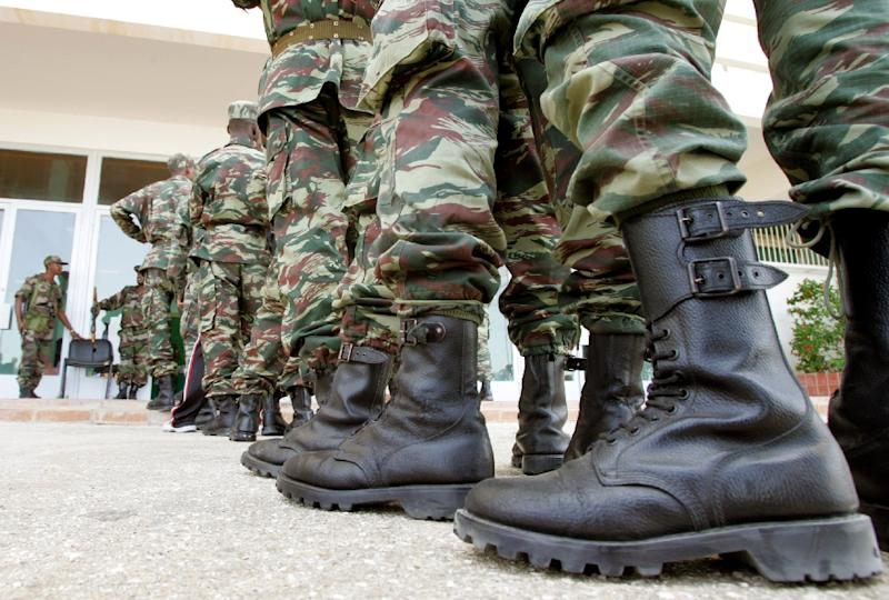 Muritanian soldiers stand in line to vote at a polling center in Nouakchott on March 25, 2007