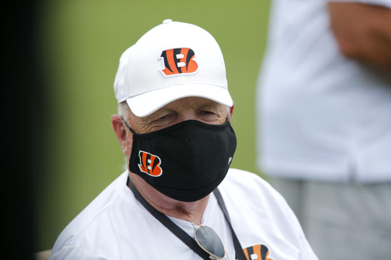 After attending 824 straight games, Mike Brown to miss Bengals vs. Browns
