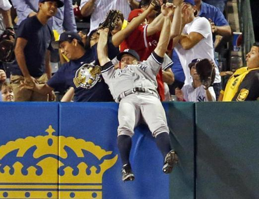 Brett Gardner of the Yankees makes a crazy catch to rob the Angels' C.J. Cron of a home run. (AP)