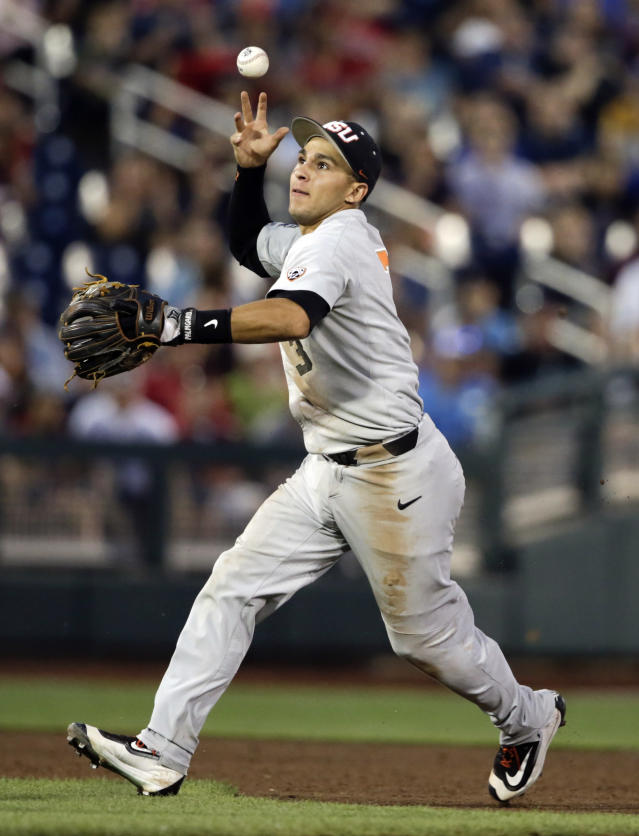 Oregon State second baseman Nick Madrigal (3) bobbles the ball, allowing Mississippi State's Hunter Stovall to reach first base, in the sixth inning of an NCAA College World Series baseball elimination game in Omaha, Neb., Saturday, June 23, 2018. (AP Photo/Nati Harnik)