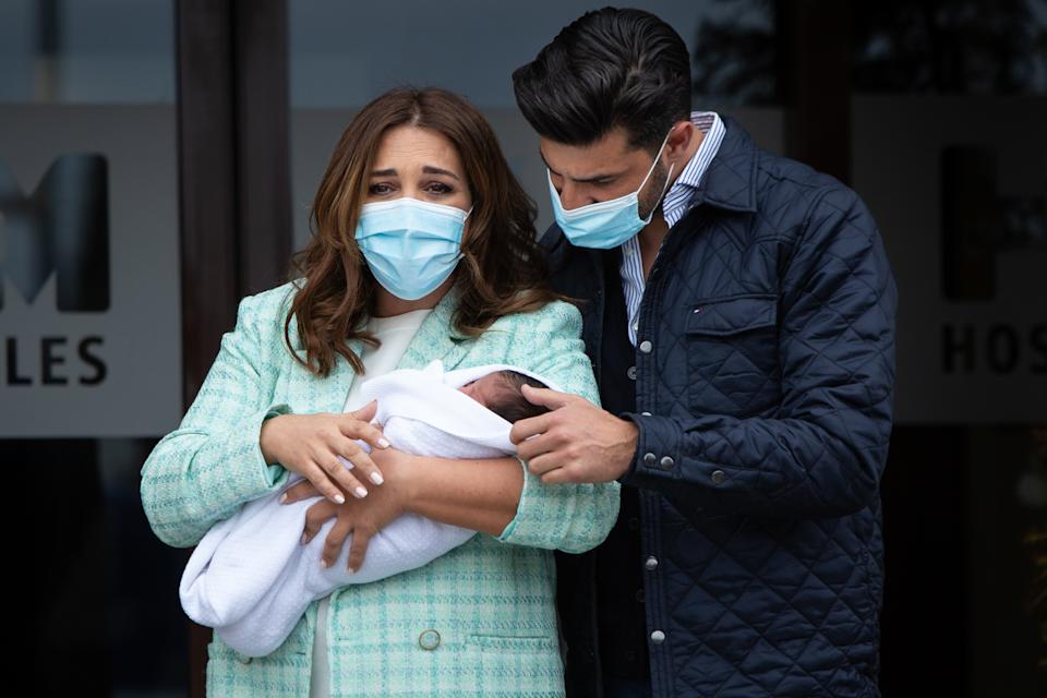 MADRID, SPAIN - APRIL 13: (L-R) Paula Echevarria and Miguel Torres present their new baby at HM Monteprincipe hospital on April 13, 2021 in Madrid, Spain. (Photo by Paolo Blocco/Getty Images)