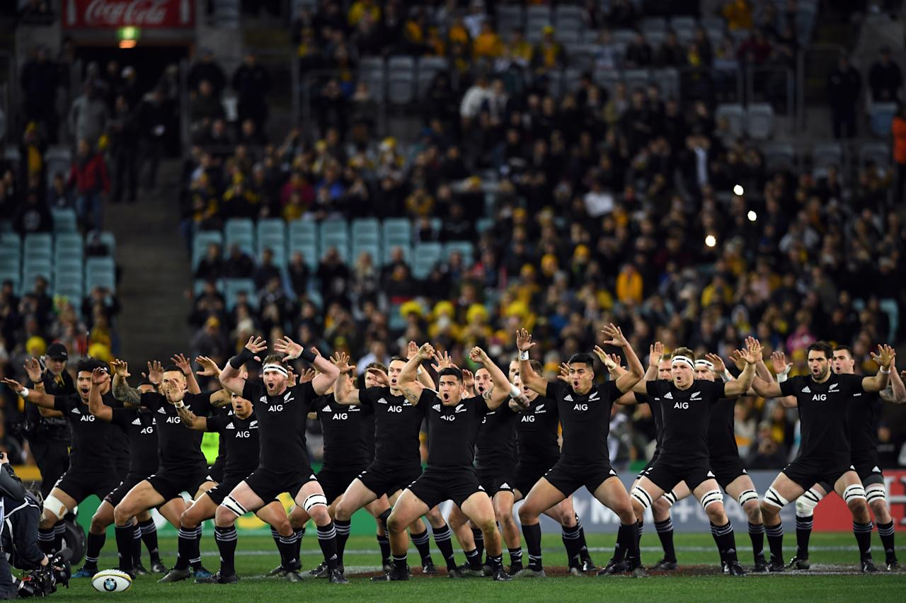 New Zealand players perform the Haka prior to a Rugby Championship test match between Australia and the New Zealand All Blacks in Sydney on August 19, 2017. (AFP Photo/SAEED KHAN)