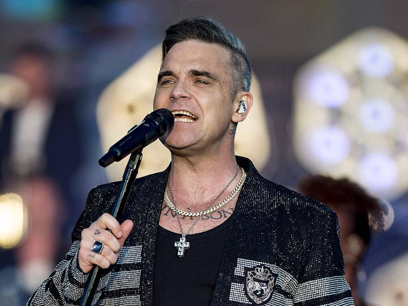 Robbie Williams hasn't owned a mobile phone since 2006