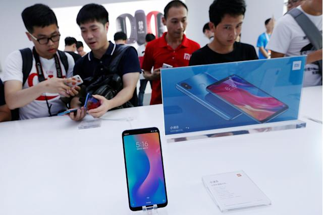 Fans check the new Xiaomi flagship Mi 8 during a product launch in Shenzhen, China on May 31, 2018. REUTERS/Bobby Yip