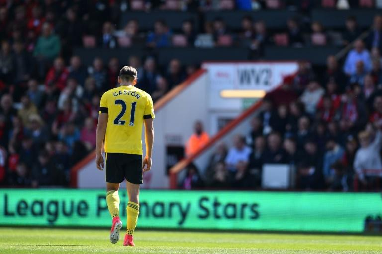 Middlesbrough's Gaston Ramírez leaves the pitch after receiving a red card during their English Premier League football match against Bournemouth at the Vitality Stadium in Bournemouth, southern England on April 22, 2017
