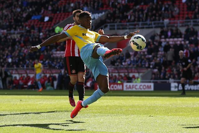 Crystal Palace's Wilfried Zaha has an unsuccessfull shot at goal during the match against Sunderland at the Stadium of Light in Sunderland, northeast England, on April 11, 2015 (AFP Photo/Ian MacNicol)