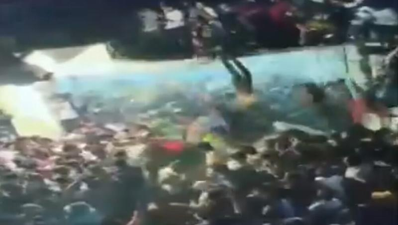 Andhra Pradesh: 20 Injured After Portion of Terrace Collapses During Muharram Procession in Kurnool, Incident Caught on Camera