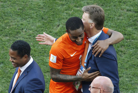 Leroy Fer of the Netherlands (C) hugs coach Louis van Gaal during the team's 2014 World Cup Group B soccer match against Chile at the Corinthians arena in Sao Paulo June 23, 2014. REUTERS/Paulo Whitaker