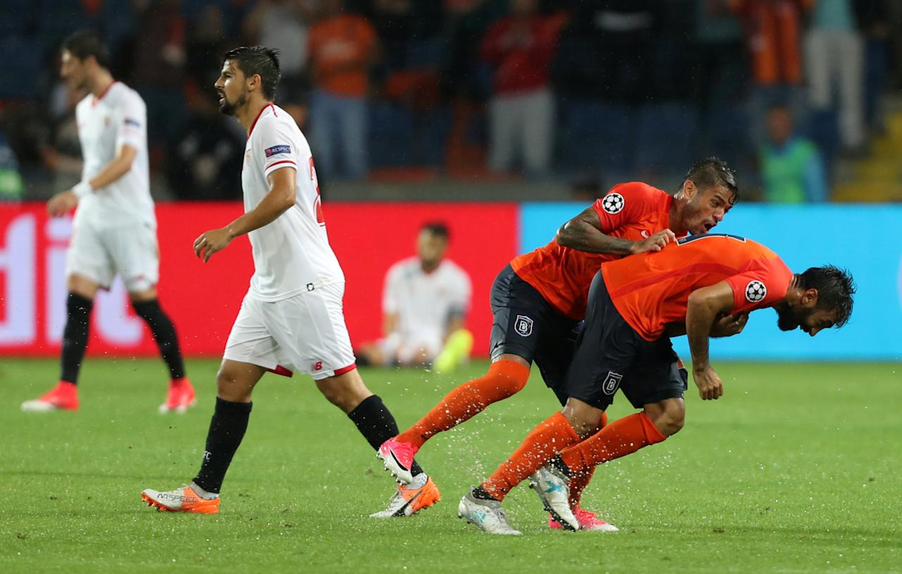 Soccer Football - Champions League - Istanbul Basaksehir vs Sevilla - Qualifying Play-Off First Leg - Istanbul, Turkey - August 16, 2017   Istanbul Basaksehir players celebrate their first goal scored by Istanbul Basaksehir's Eljero Elia   REUTERS/Osman Orsal     TPX IMAGES OF THE DAY