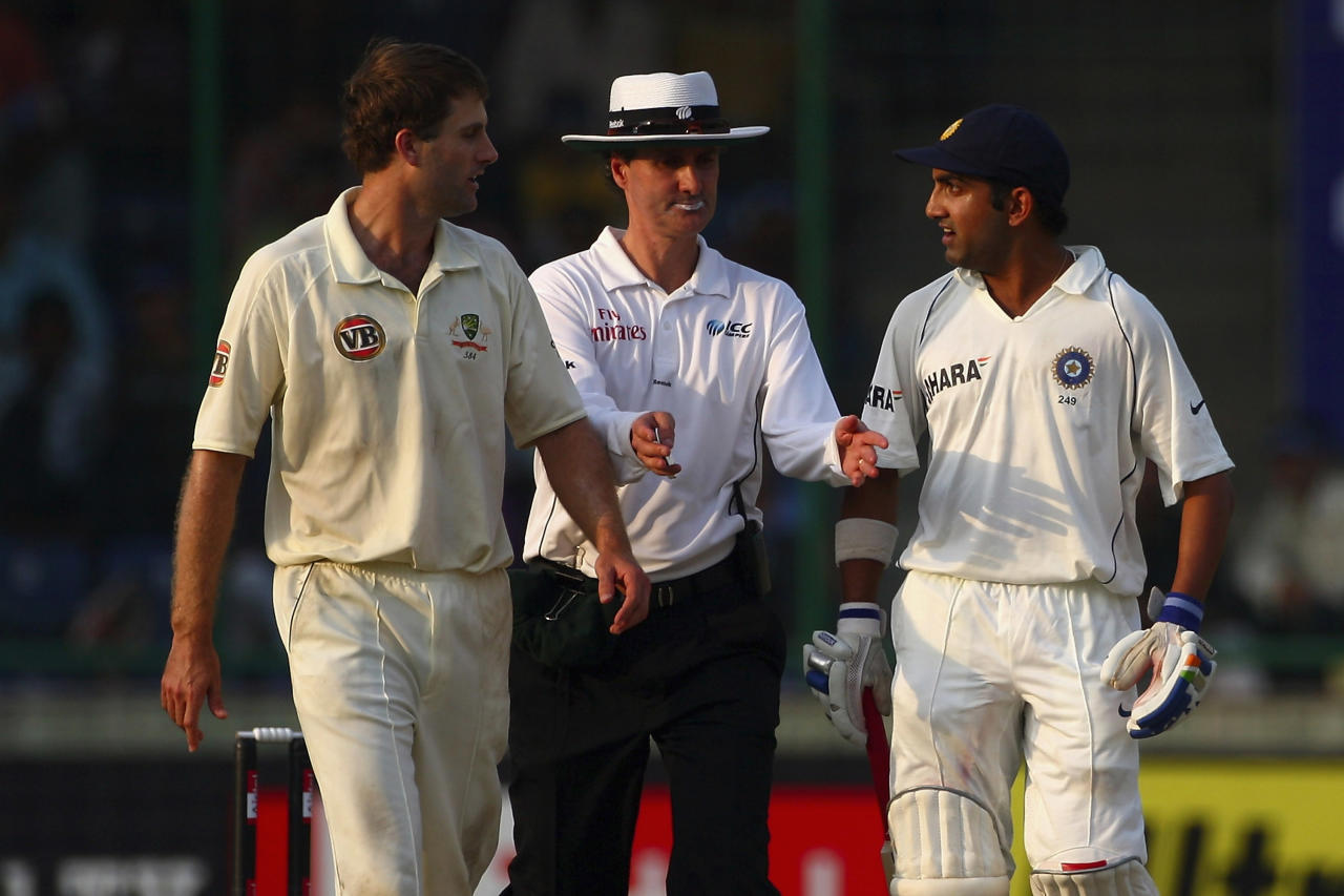 NEW DELHI, INDIA - OCTOBER 29:  Umpire Billy Bowden (C) separates a confrontation between Simon Katich (L) of Australia and Gautam Gambhir (R) during day one of the Third Test match between India and Australia at the Feroz Shah Kotla Stadium on October 29,2008 in New Delhi,India.  (Photo by Michael Steele/Getty Images)