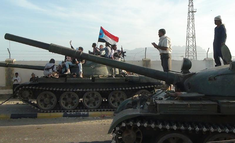 Armed Yemeni militiamen loyal to President Abedrabbo Mansour Hadi, also known as the Popular Resistance Committees, sit on tanks, one flying the separatist Southern Movement flag, in Aden on March 19, 2015 (AFP Photo/)