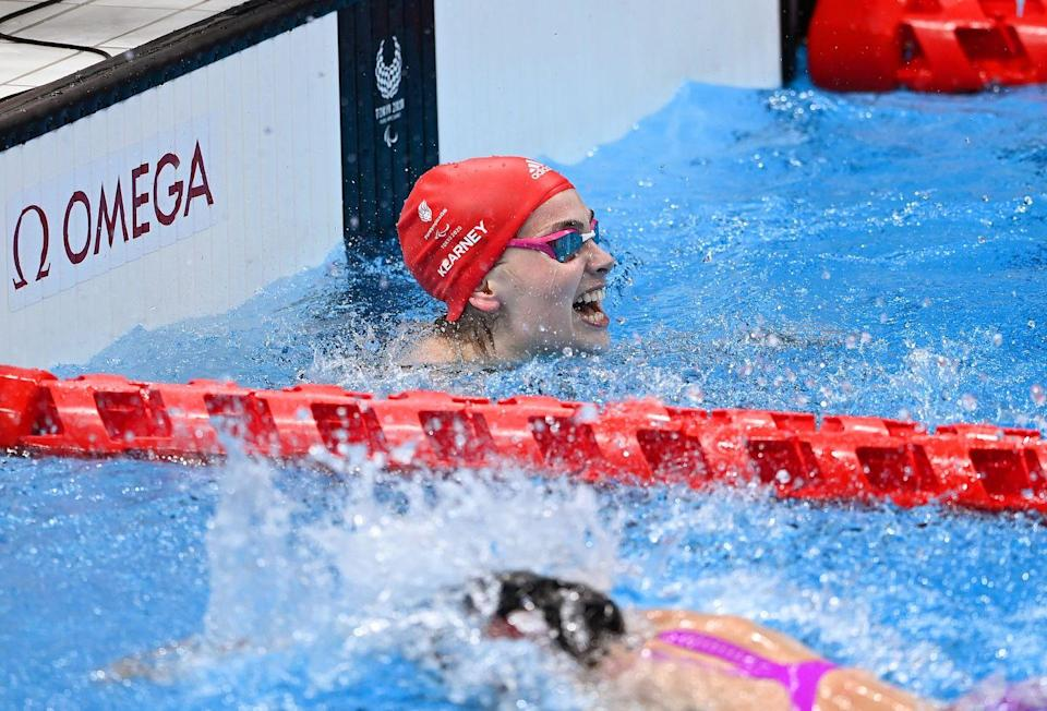 <p>Having just missed out on gold in her first event, GB's Kearney has won another medal – this time, the coveted gold in the women's 100m freestyle S5 final. She also smashed the world record, setting a new bar of 1:14.39.<br></p>