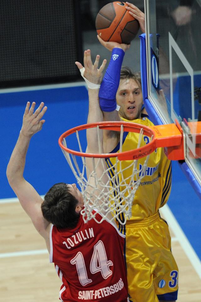 BC Khimki's Zoran Planinic (R) vies with BC Spartak Saint-Petersburg's Aleksey Zozulin during an Eurocup semi-final basketball match between BC Khimki and BC Spartak Saint-Petersburg in Khimki, outside Moscow, on April 14, 2012. AFP PHOTO / KIRILL KUDRYAVTSEV (Photo credit should read KIRILL KUDRYAVTSEV/AFP/Getty Images)