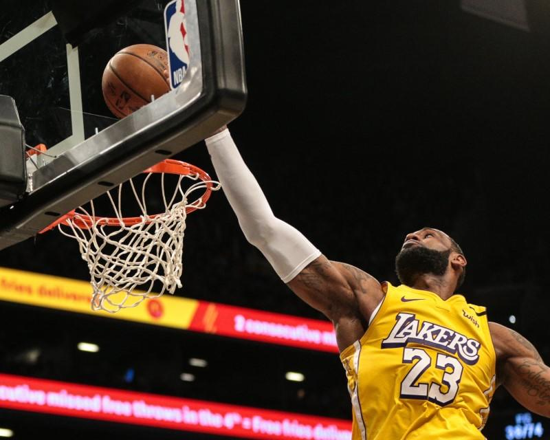 NBA roundup: James records triple-double in battle with Irving