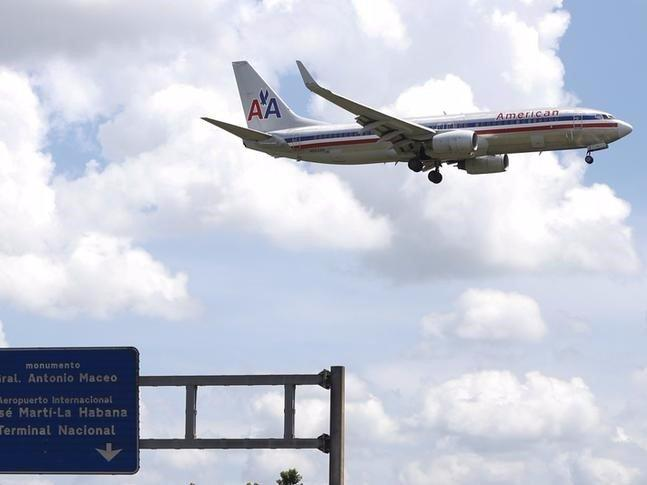 FILE PHOTO: An American Airlines airplane prepares to land at Jose Marti International Airport in Havana, Cuba September 19, 2015. REUTERS/Carlos Garcia Rawlins/File Photo