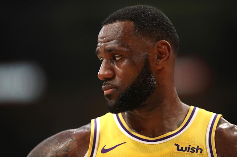 While a foreign concept to career winners LeBron James and Magic Johnson, new NBA lottery math means the Lakers should tank. (Getty)